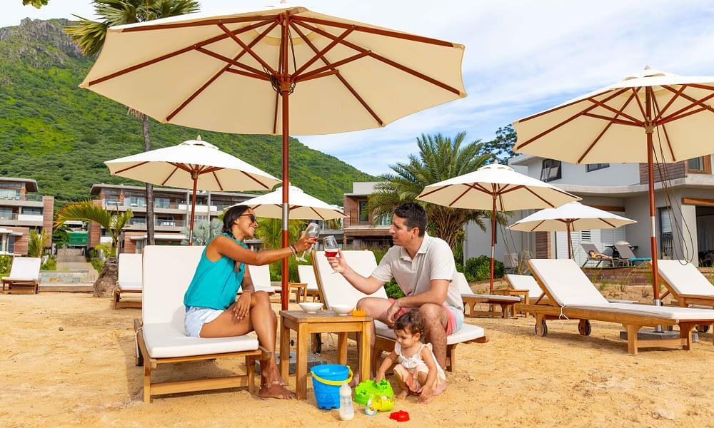 Manta Cove beach family