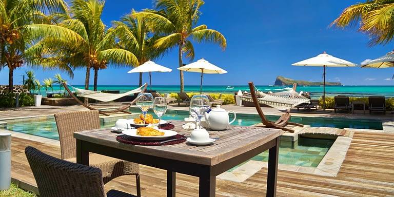 Gallery-Cape-Pointe-Pool-breakfast
