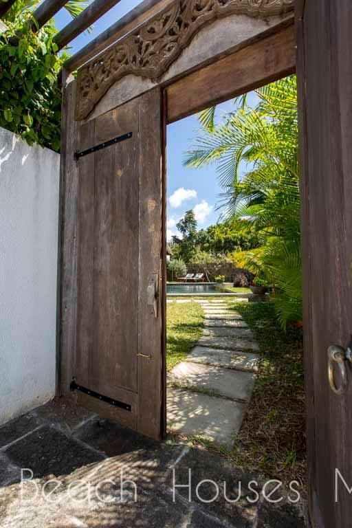 Les-Palmiers-entrance
