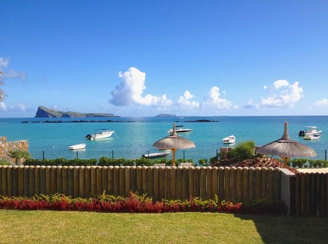 Villa Coralie beachfront garden