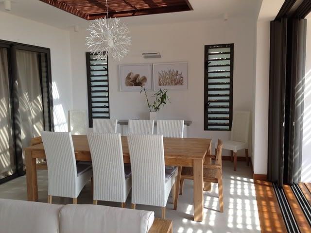 Villa Coralie dining