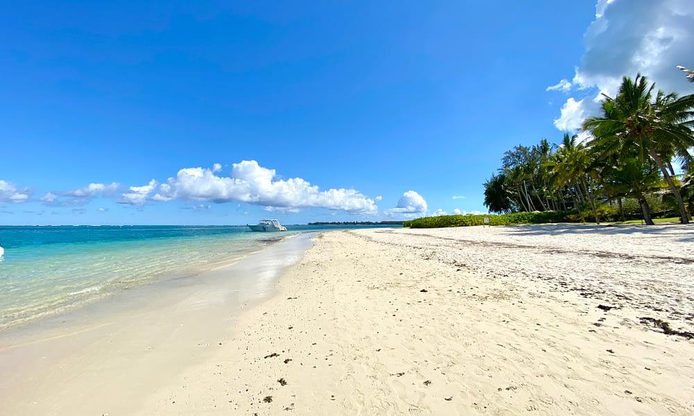 beach trou aux biches