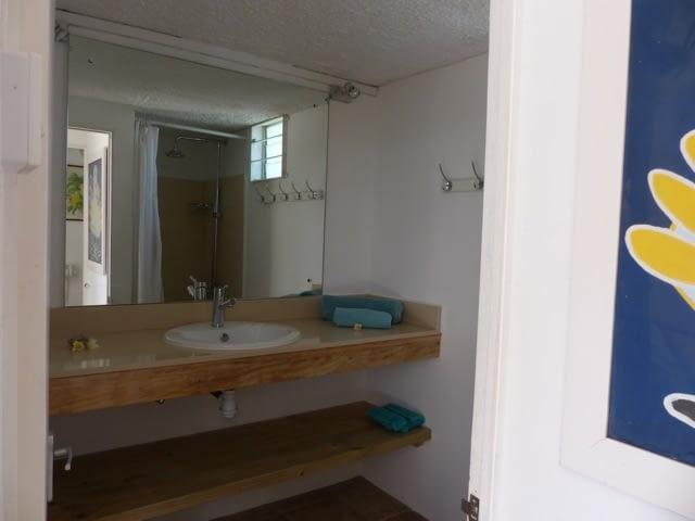 cottage_trou_deau_douce_bathroom