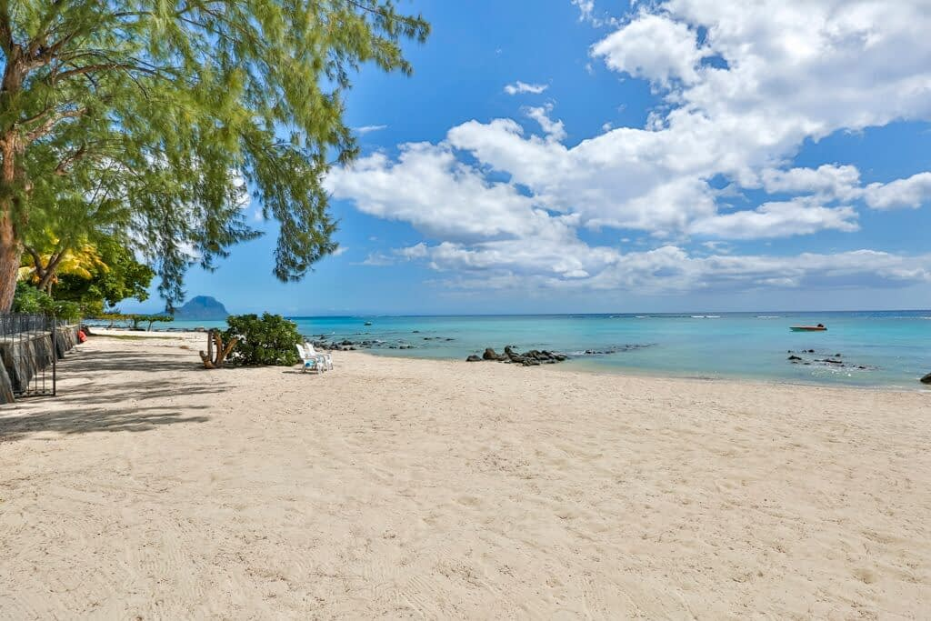 Villa-Tamarin-beach-front