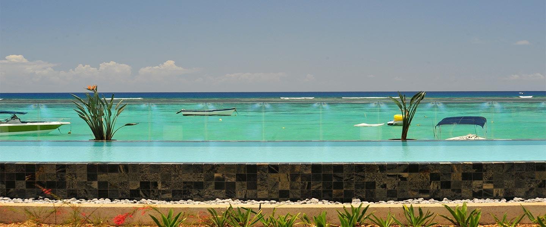 Vista-Apartment-pool-beach-2