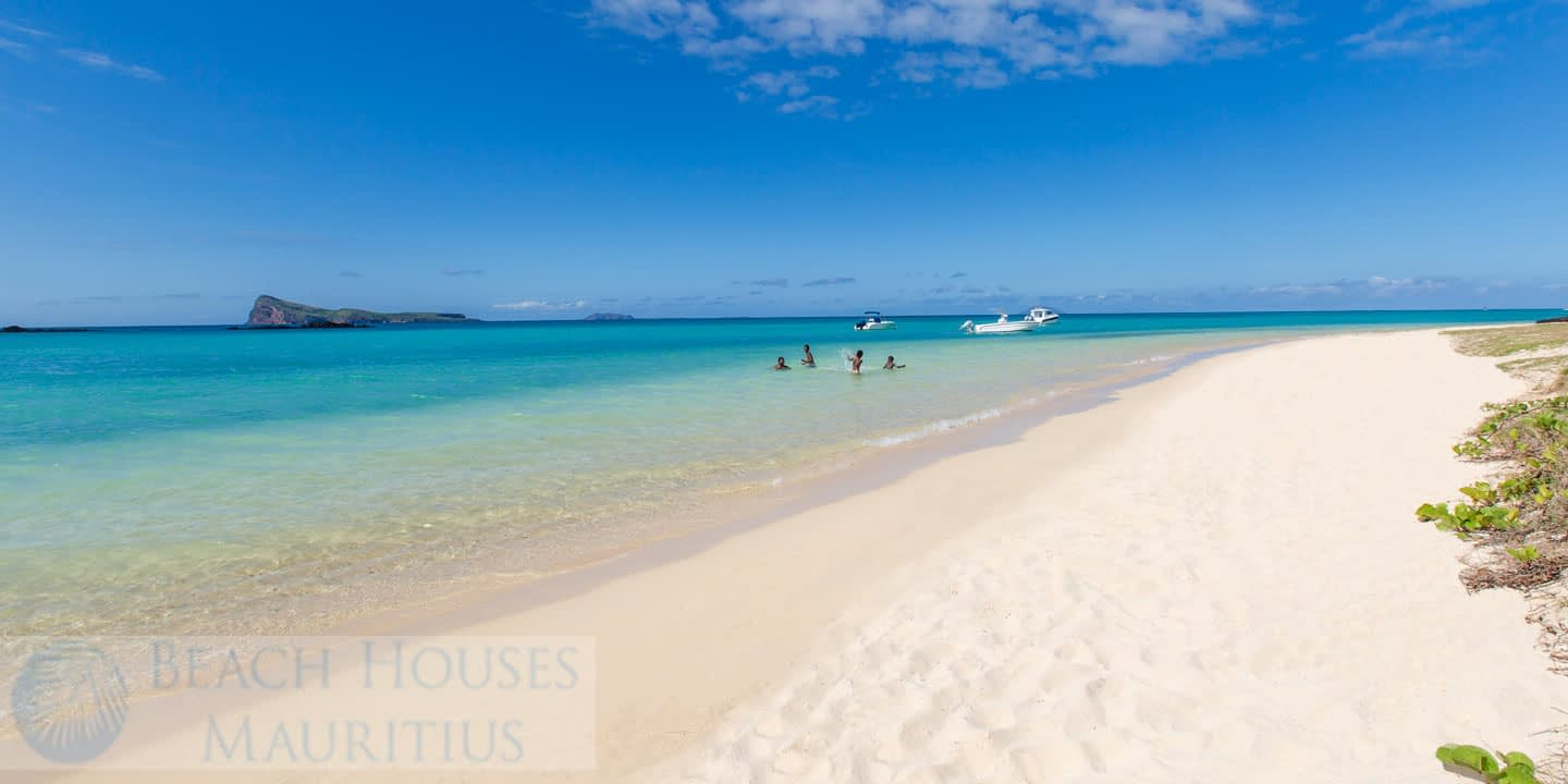 Les-Palmiers-beach-2_Gallery