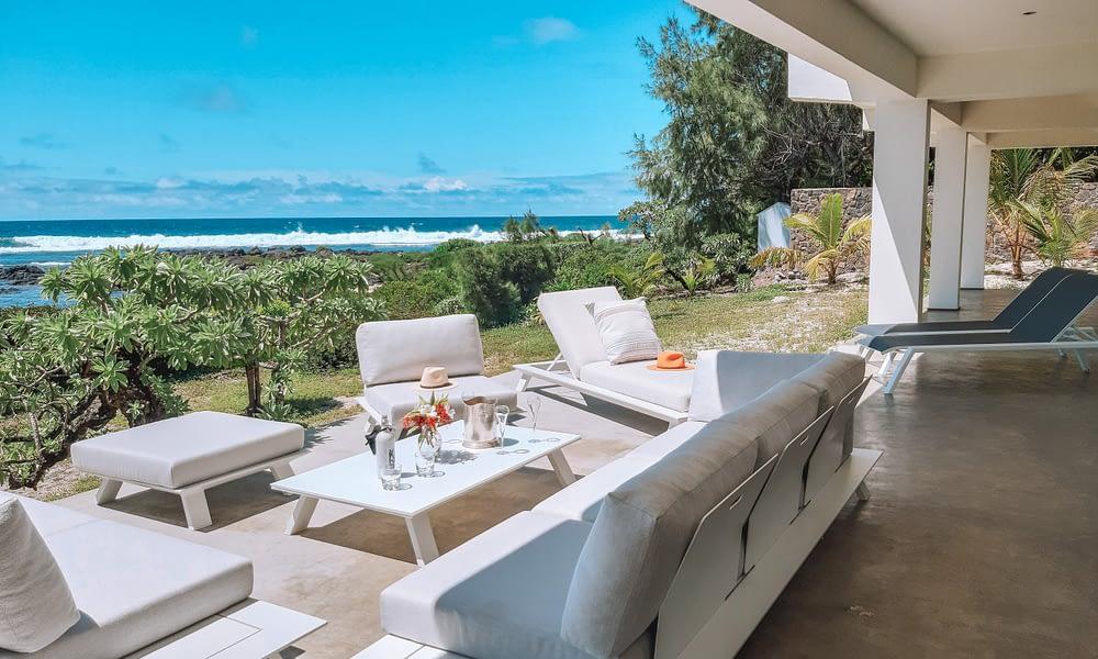 Villa Brisas beachfront lounge area
