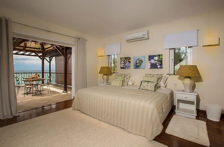 Villa-Tamarin-Bedroom