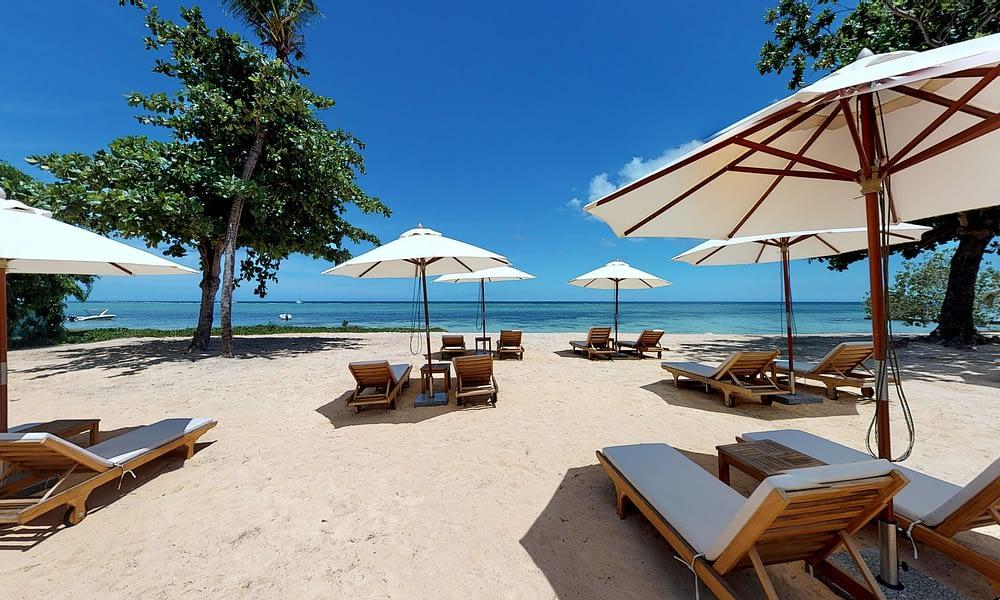 Manta Cove beach sun beds sea view