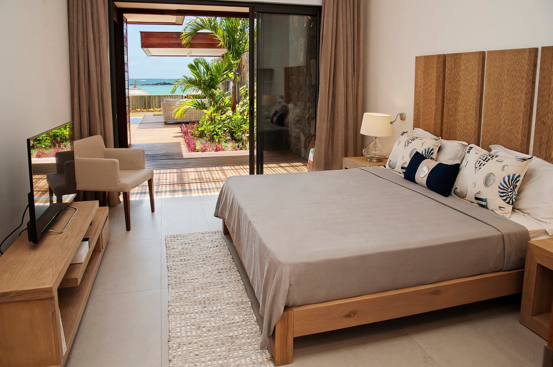 Villa Coralie bedroom en-suite 3