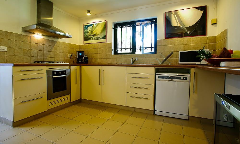 Villa Tropic 2 kitchen