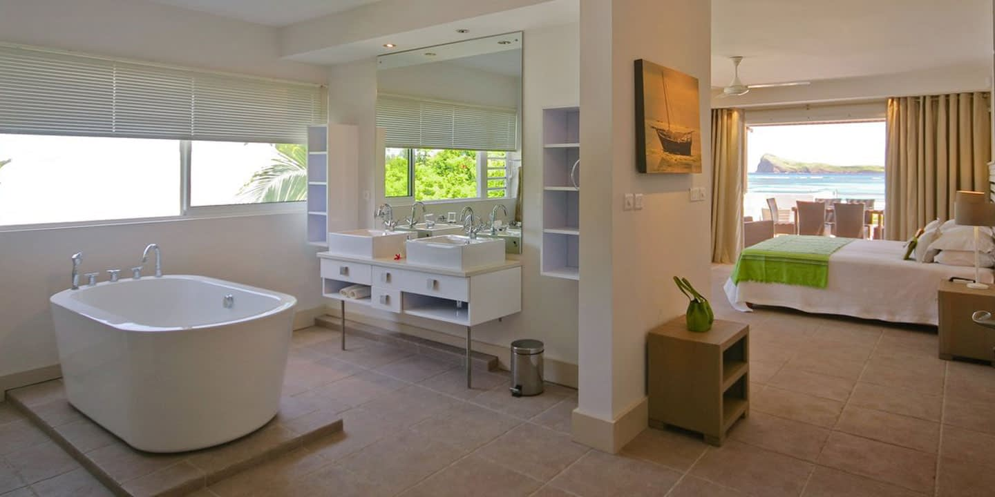 Gallery-Cape-Pointe-bathroom-master
