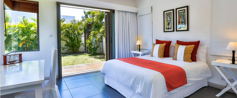 Les-Palmiers-bedroom