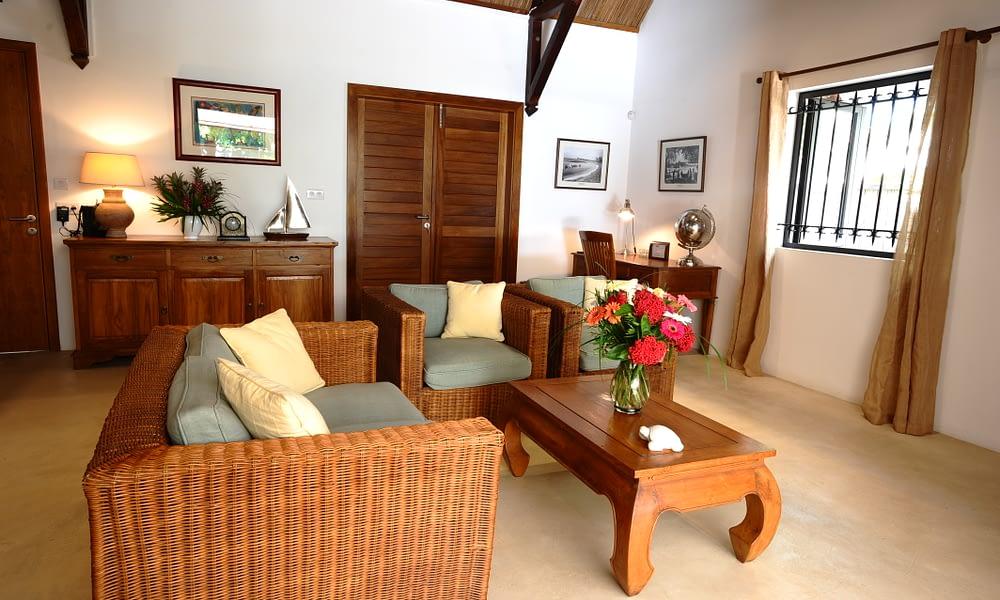 Villa Tropic 2 living room with tv