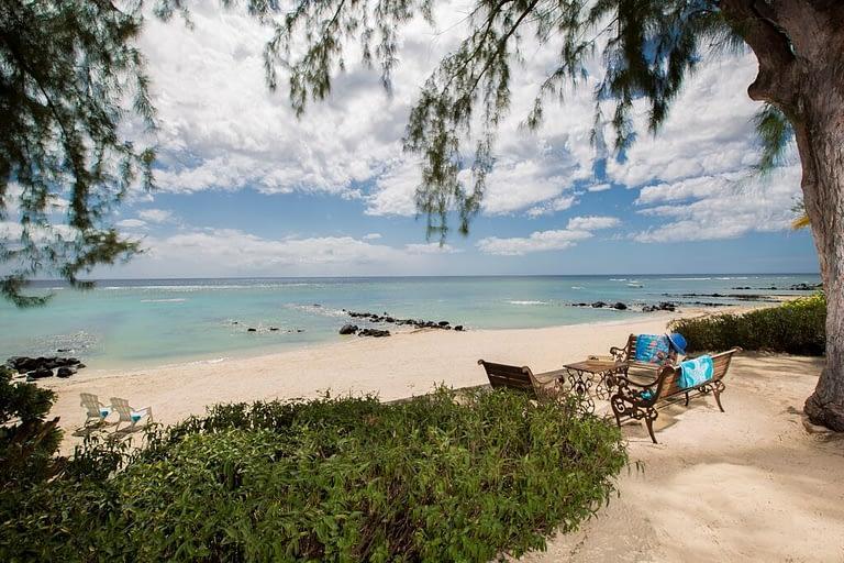 Villa-Tamarin-beach-2