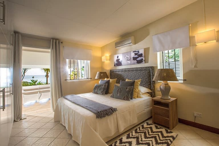 Villa-Tamarin-bedroom-2