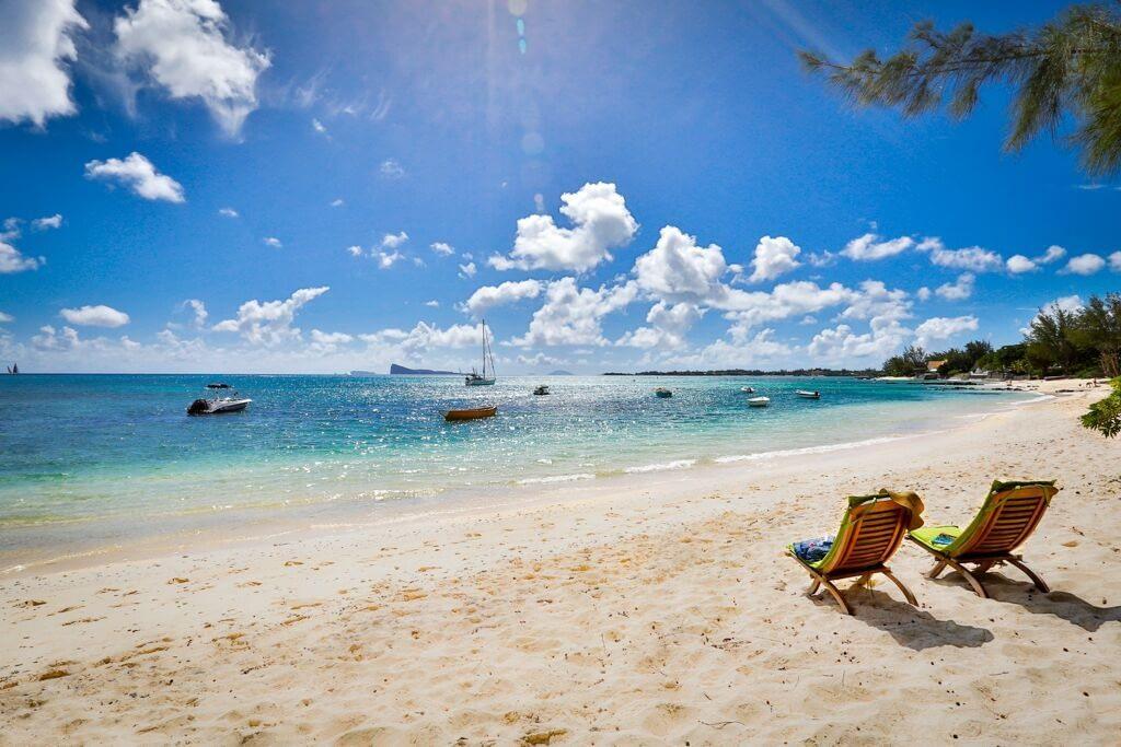 Les-Cannoniers-2-beach-chairs