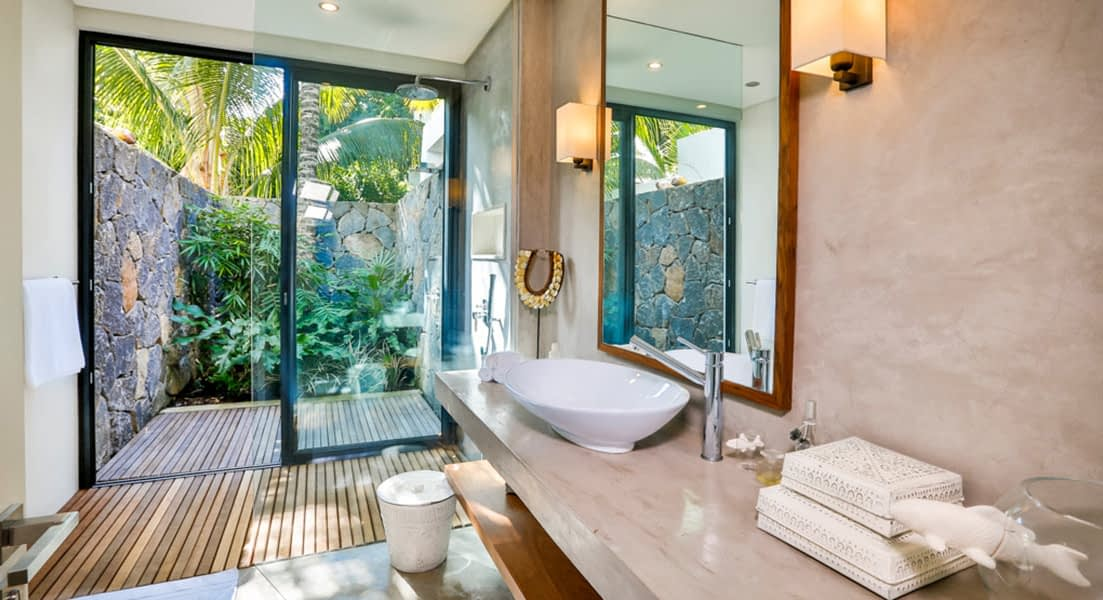 Gallery-merville-deluxe-bathroom-3-1