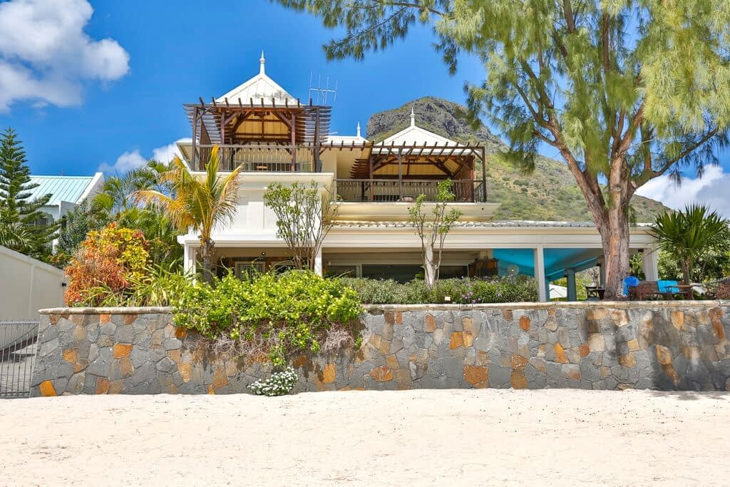 Villa-Tamarin-front